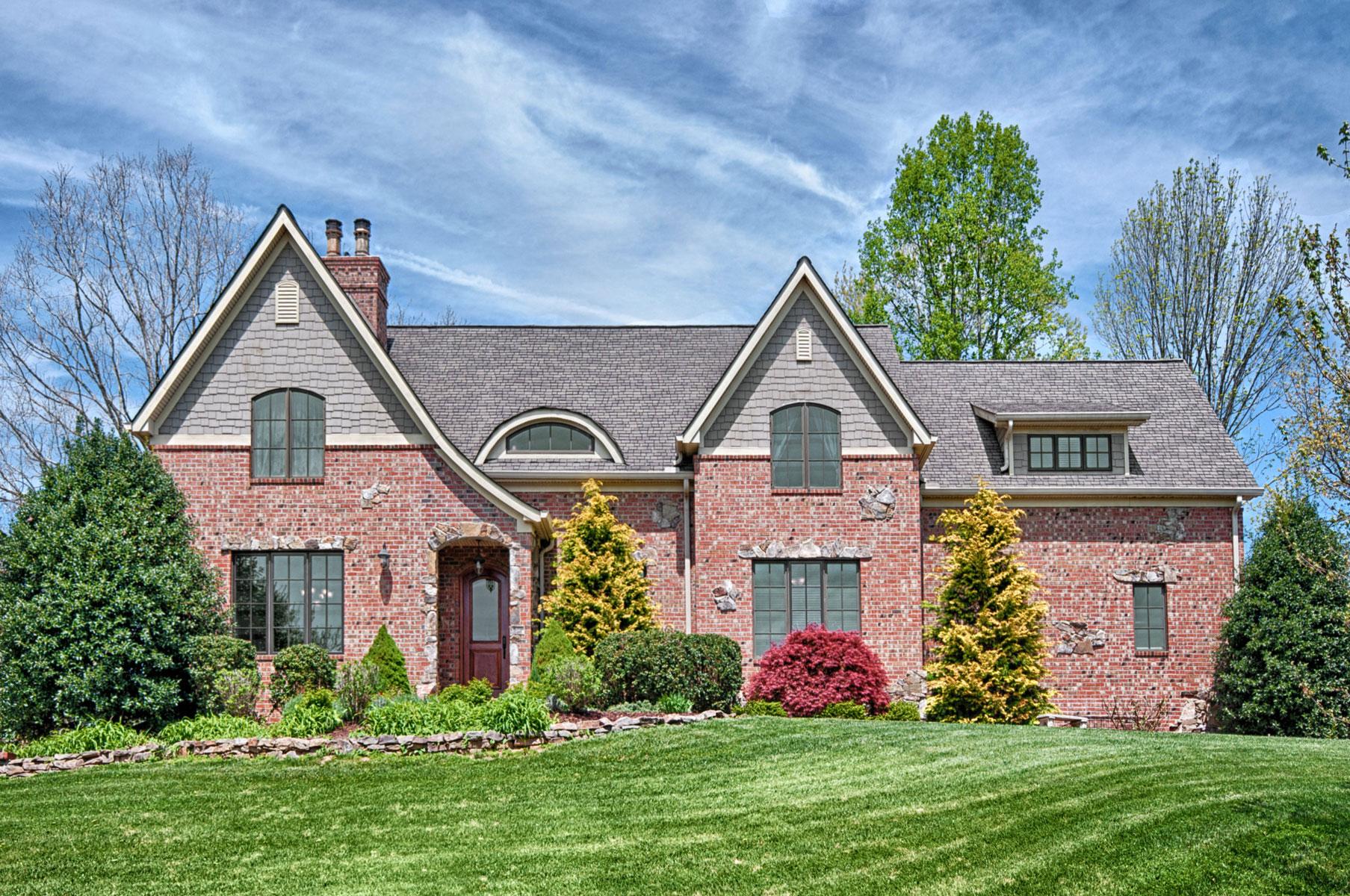 asheville-custom-home-cottage-style-front-elevation