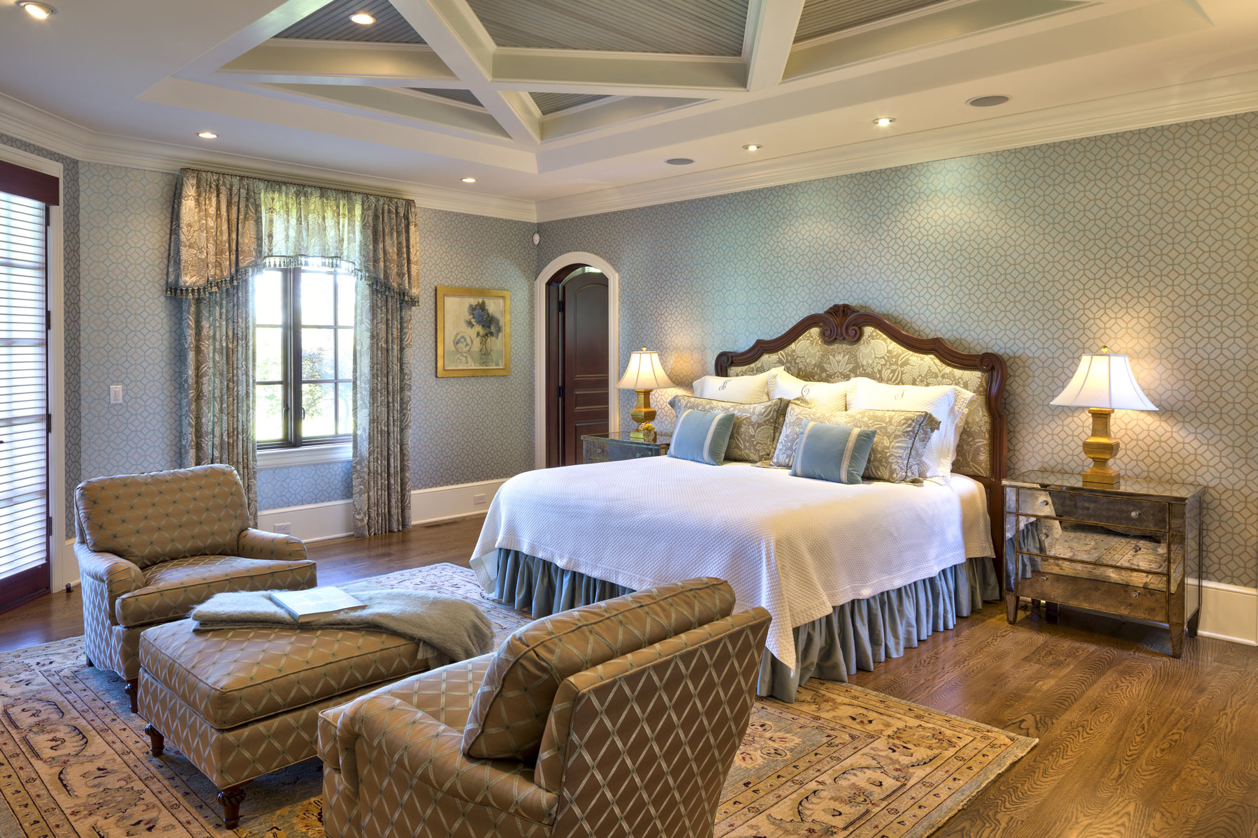 estate-home-guest-suite-coffered-ceiling-woodwork