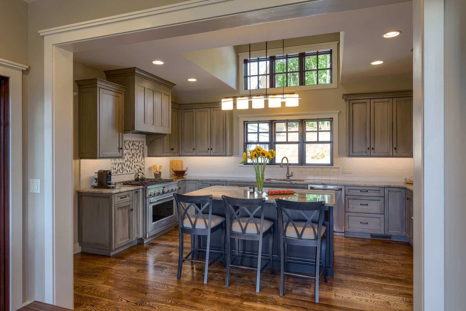 traditional-kitchen-mountain-home-custom-cabinets